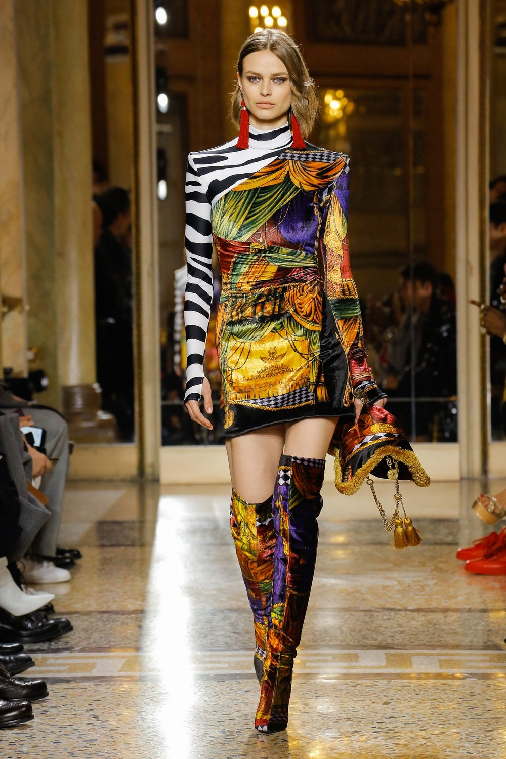 Versace-Fall-Winter-2018-Mens-Collection-Fashion-Week-Photos-Versace-Fash.jpg