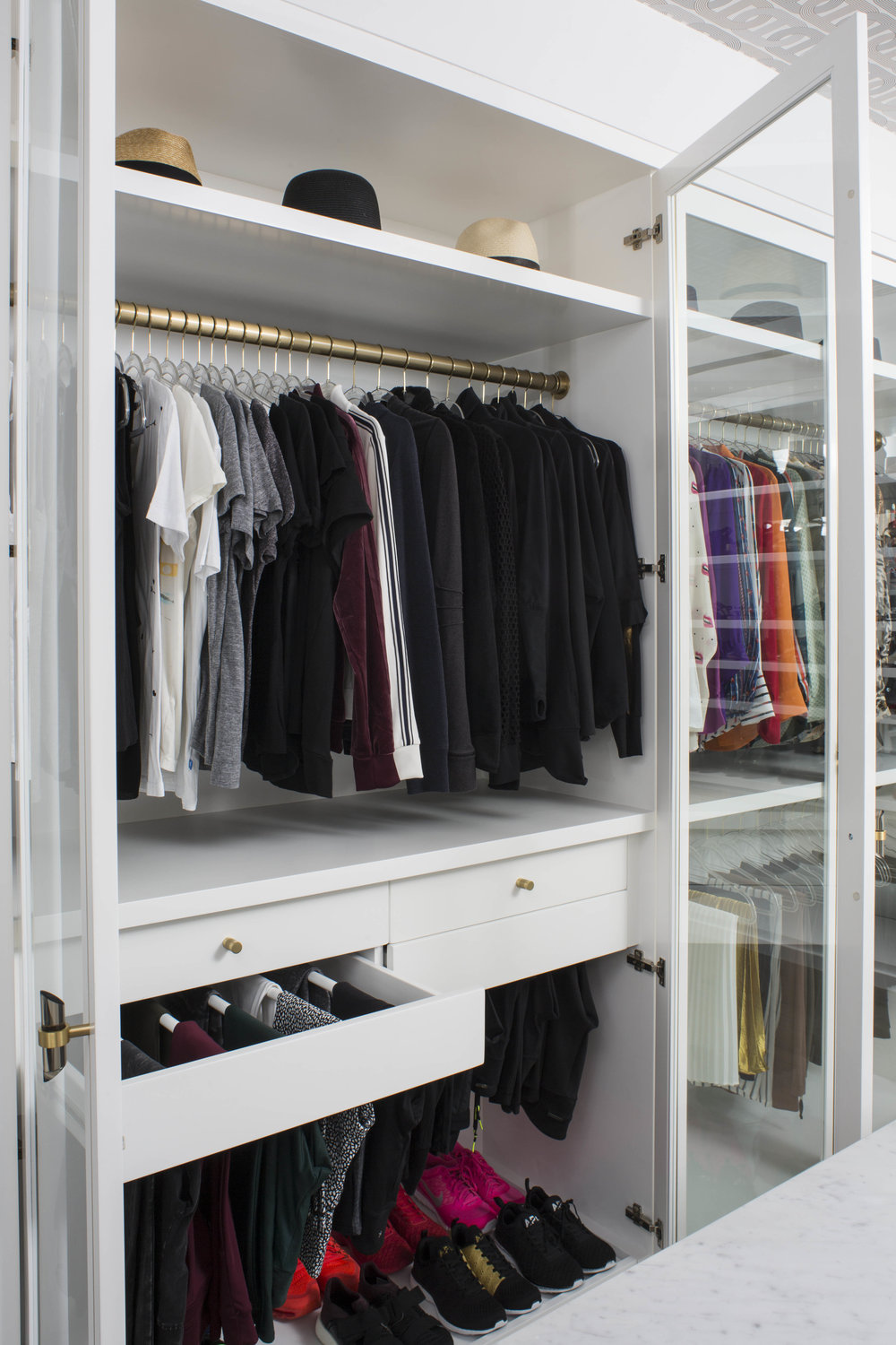 A DEDICATED WORKOUT CABINET INCORPORATES A PULL-OUT RACK FOR LEGGINGS AND SNEAKER STORAGE BELOW!
