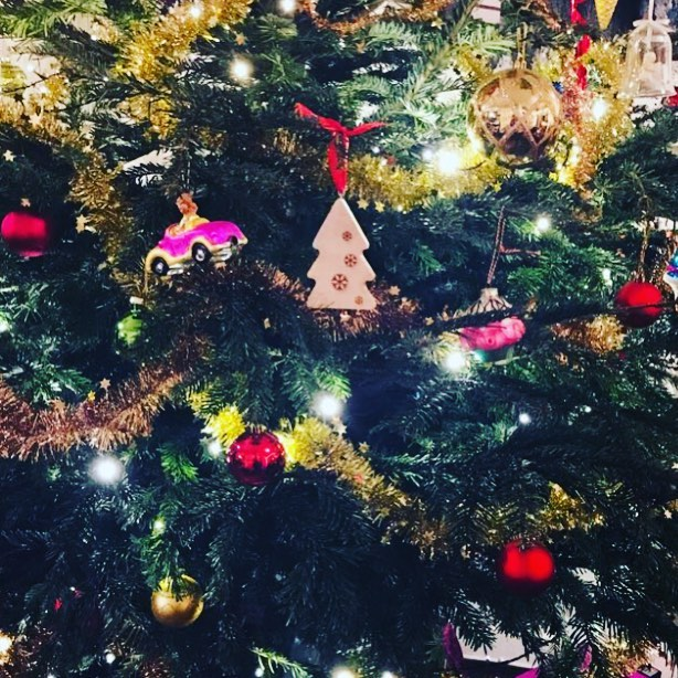MERREXMAS IN CHRISTMAS TREES | Rotterdam : Look at that little Guy hanging happy in the Christmas tree of his new owner! 🎄🎄🎄🎄😍Send in your pictures too! #madefromdumpedchristmastrees #christmastreedecorations #wood