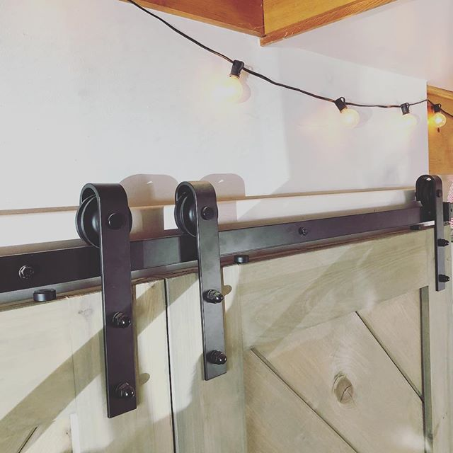 Sent these photos to a customer asking about interior door hardware. #handcrafted #barndoor #lancasterma #slidingdoorhardware #farmhousestyle #farmhousedecor