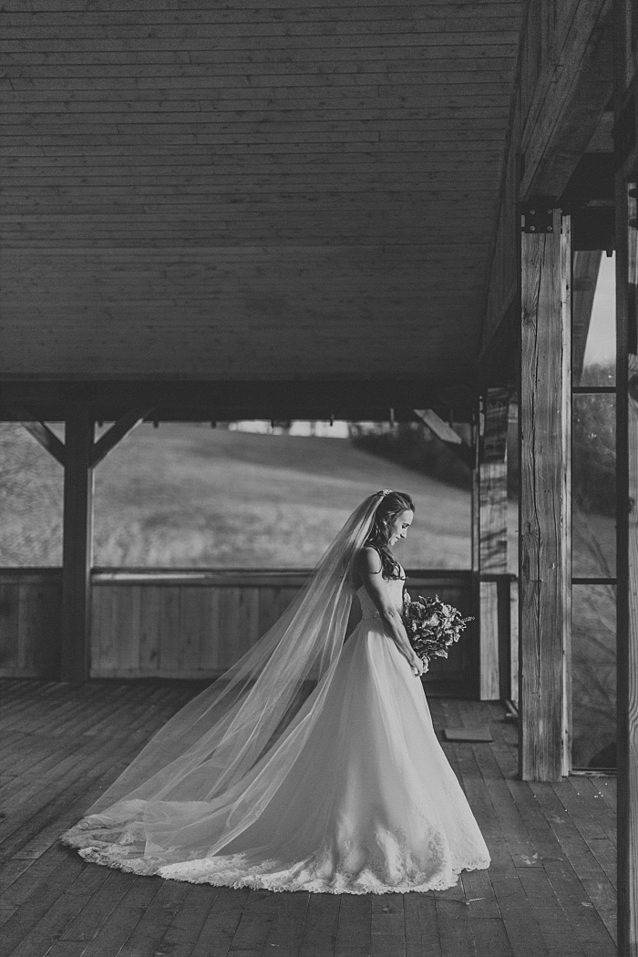 SarahSidwellPhotography_NontraditionalBridalSessionatFarmWeddingVenuebycontemporaryweddingphotographer_nashvilleweddingphotographer_0181.jpg
