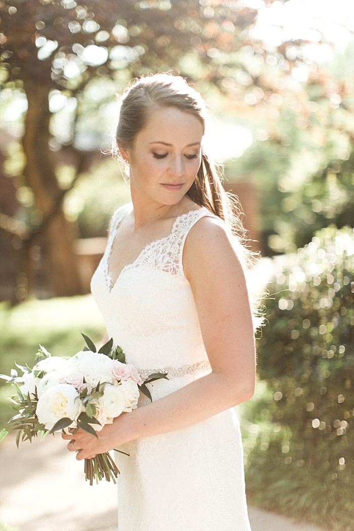 SarahSidwellPhotography_franklinchurchweddingnavyblush_Nashvilleweddingphotographer_0789.jpg