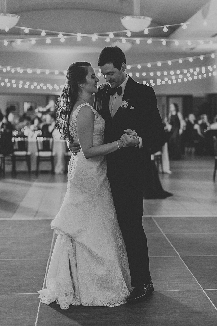 SarahSidwellPhotography_springtimenavyweddinginachurch_Nashvilleweddingphotographer_0821.jpg