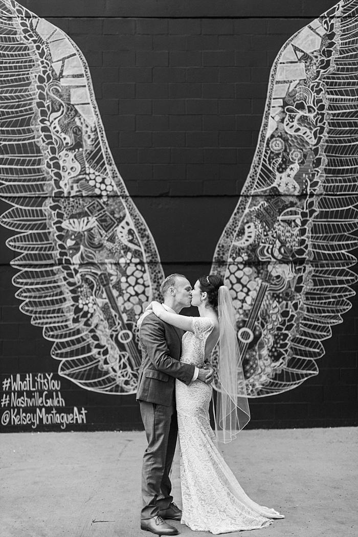 SarahSidwellPhotography_quaintchurchinnashvilleweddingsummertime_Nashvilleweddingphotographer_1050.jpg