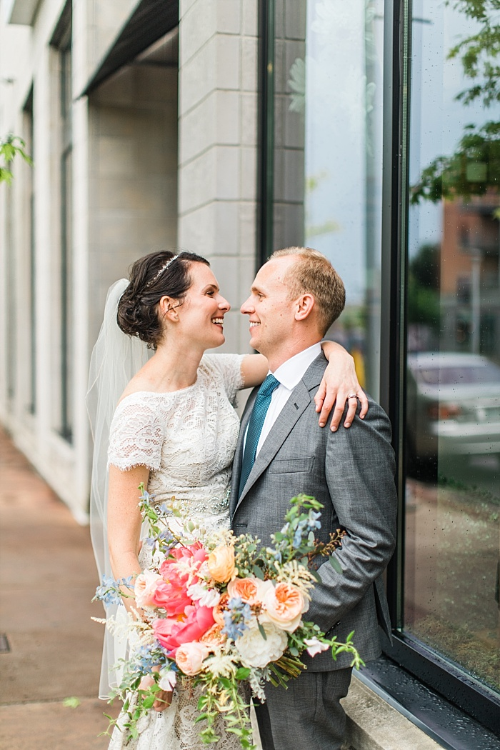 SarahSidwellPhotography_weddingphotosindowntownnashville_Nashvilleweddingphotographer_1054.jpg