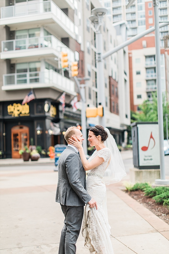 SarahSidwellPhotography_weddingphotosindowntownnashville_Nashvilleweddingphotographer_1057.jpg