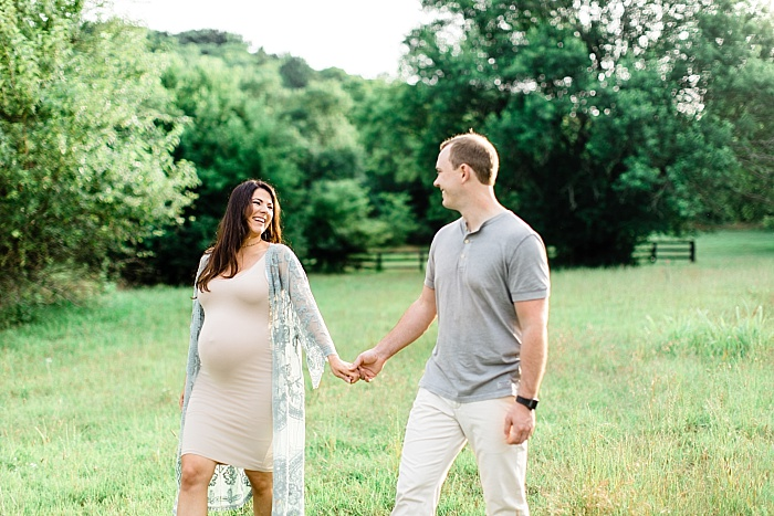 SarahSidwellPhotography_outdoormaternityphotosinawhitedress_Nashvilleweddingphotographer_1277.jpg