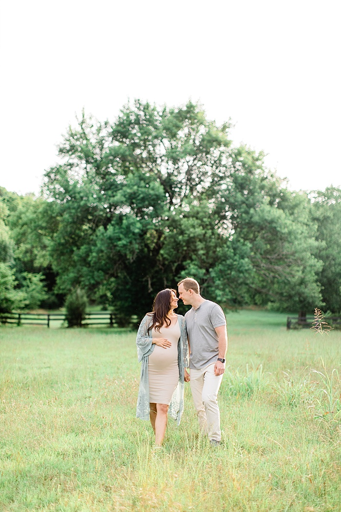 SarahSidwellPhotography_outdoormaternityphotosinawhitedress_Nashvilleweddingphotographer_1276.jpg