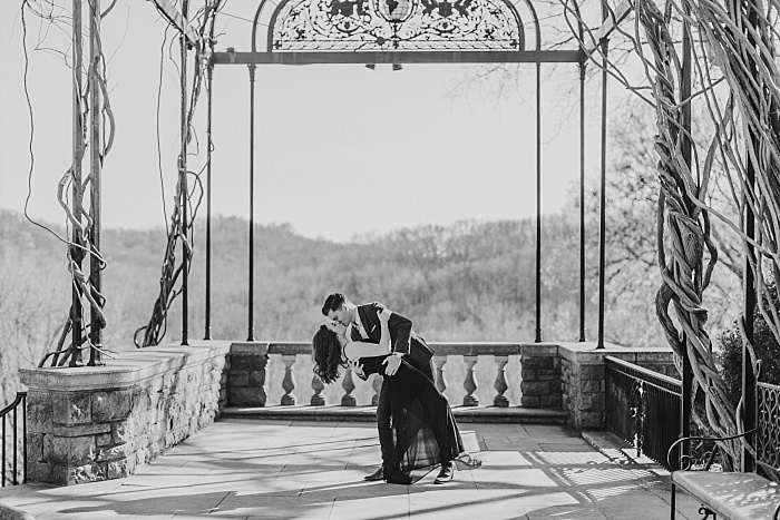 SarahSidwellPhotography_romanticengagementhootatcheekwoodbotanicalgardensinnashvilleinablackdress_Nashvilleweddingphotographer_1425.jpg