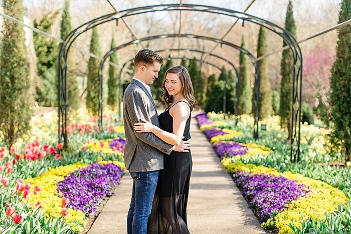 SarahSidwellPhotography_romanticengagementhootatcheekwoodbotanicalgardensinnashvilleinablackdress_Nashvilleweddingphotographer_1431.jpg