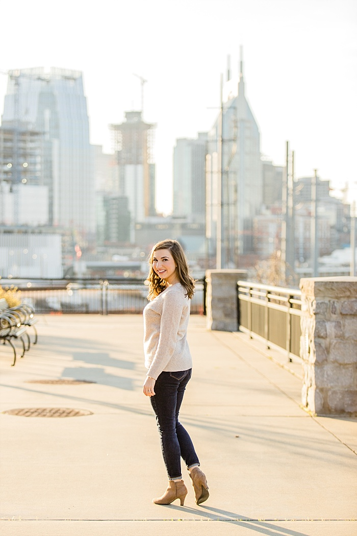 SarahSidwellPhotography_sunnyoutdoorengagementphotosinforestyareasinnashvilletennessee_Nashvilleweddingphotographer_1443.jpg