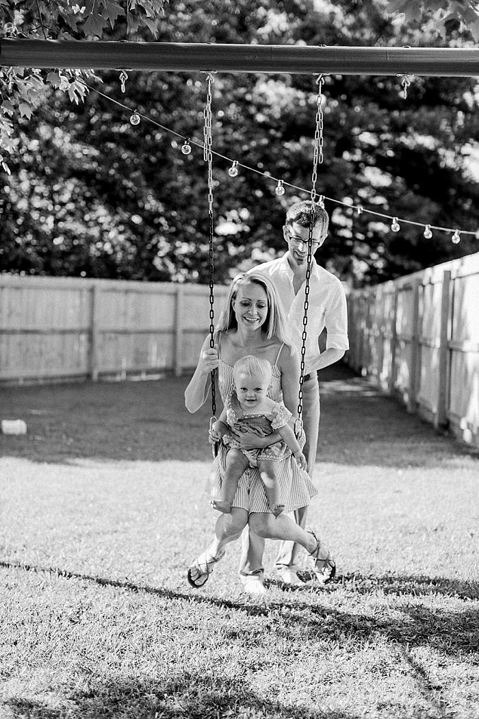 SarahSidwellPhotography_parentsandbabyinbackyardduringthesummer_Nashvilleweddingphotographer_1495.jpg