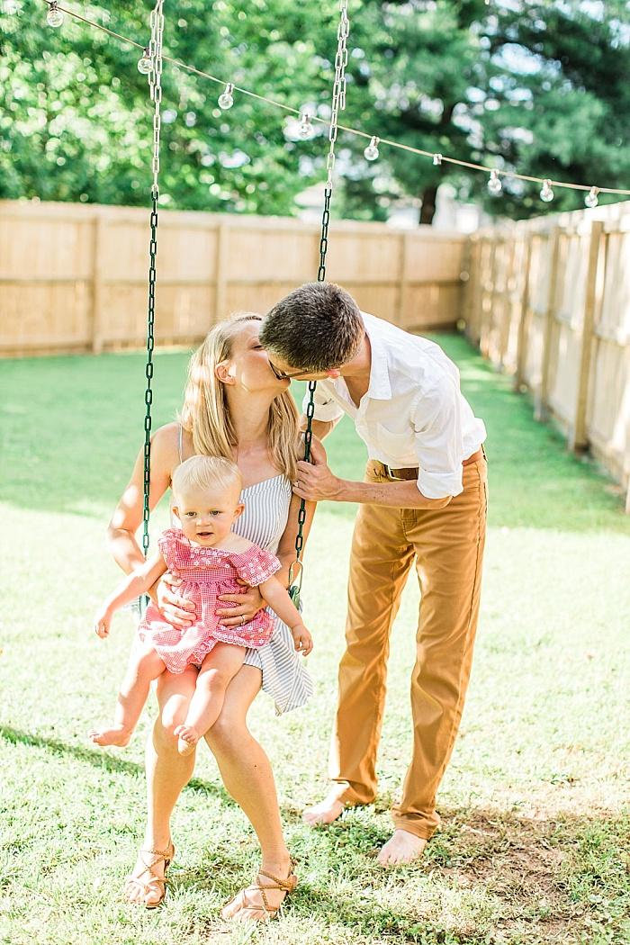 SarahSidwellPhotography_parentsandbabyinbackyardduringthesummer_Nashvilleweddingphotographer_1500.jpg