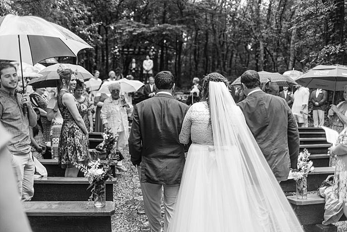 SarahSidwellPhotography_rainywoodlandweddingnashvilletn_Nashvilleweddingphotographer_1624.jpg