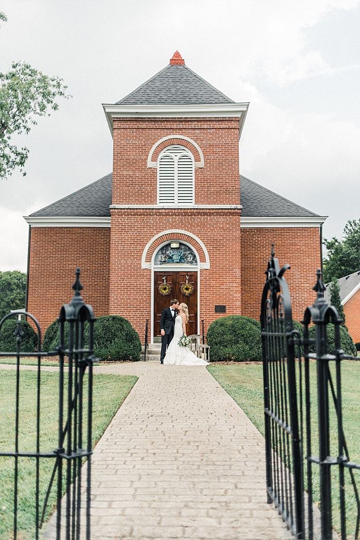 SarahSidwellPhotography_beautifulintimateweddinginahistoricchurch_Nashvilleweddingphotographer_1892.jpg