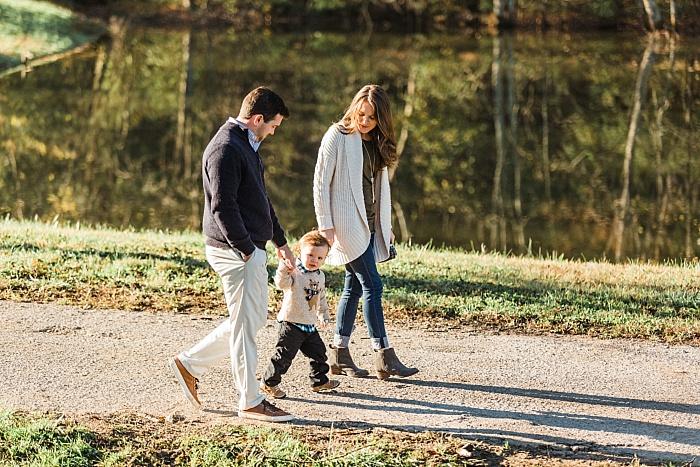 SarahSidwellPhotography_winterfamilyphotoshootinthecountryoftennessee_Nashvilleweddingphotographer_2502.jpg