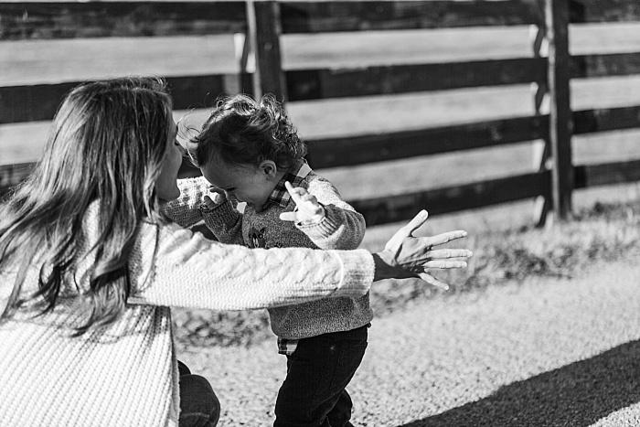 SarahSidwellPhotography_winterfamilyphotoshootinthecountryoftennessee_Nashvilleweddingphotographer_2503.jpg