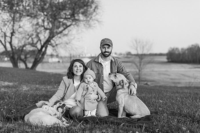 SarahSidwellPhotography_familyphotoswithfamilydogoutdoorswinterimenashvillephotographers_Nashvilleweddingphotographer_2623.jpg