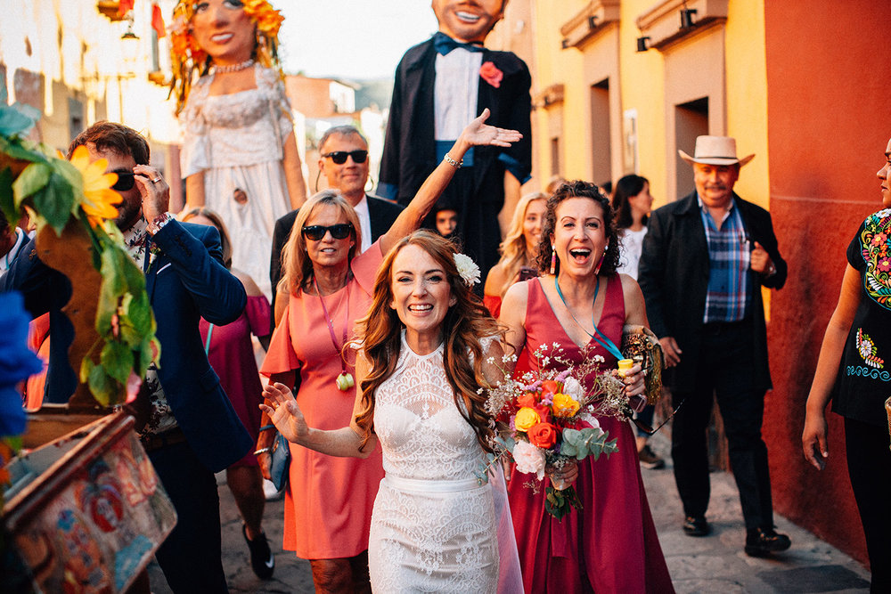 fun-wedding-san-miguel-de-allende-mexico-125.jpg