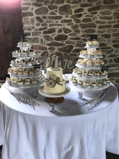 cup cake table lee 2017.JPG