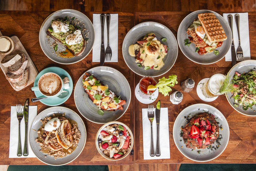 BRUNCH & COCKTAILS TABLE - ISLINGTON