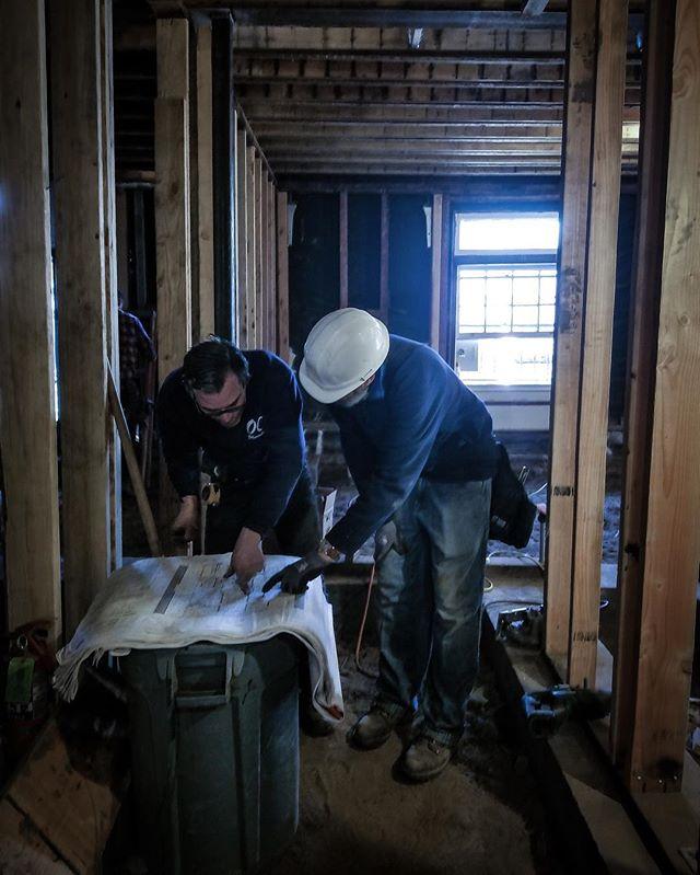When a table isn't around a trash can always works! 👍🏻⠀ ⇋⇋⇋⇋⇋⇋⇋⇋⇋⇋⇋⇋⇋⇋⇋⇋⇋⇋⇋⇋⇋⇋⇋⇋⇋⇋⇋ #menatwork #makingdo #makeshifttable #contractorsofinsta #constructioninprogress
