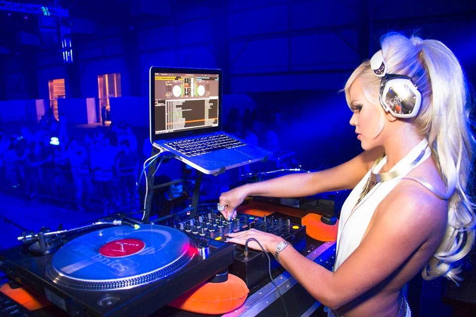 DJ COLLEEN SHANNON