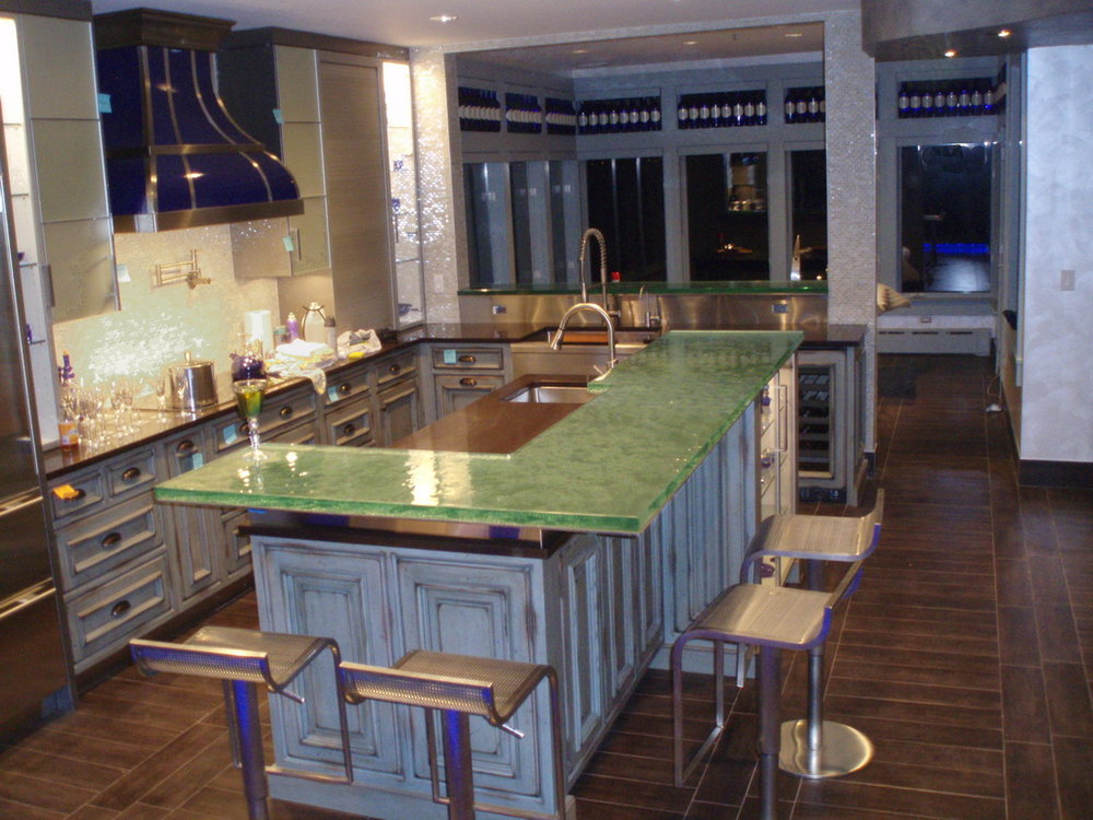 L Shaped Fusion Glass Raised Bar Top