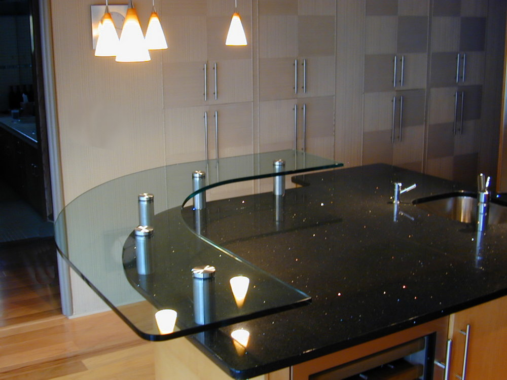 Low-Iron Glass Raised Bar Top