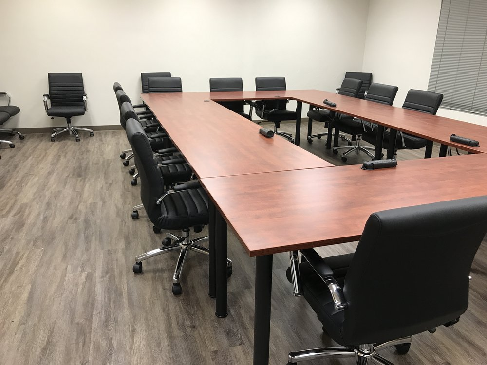Extra large conference room - Small oval configuration