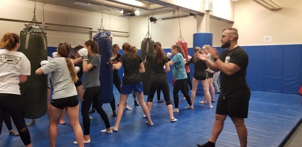 Cours de boxe à l'école secondaire Polybel de Beloeil