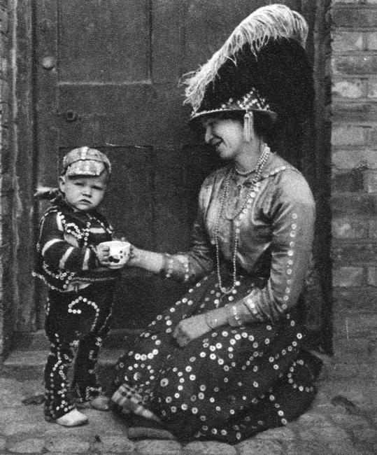 Pearly Queen and Pearly Prince, London, 1926-1927. Cockney 'Pearly kings' (originally costermongers - fruit and vegetable sellers), wore suits covered in mother-of-pearl buttons. Illustration from Wonderful London, volume I, edited by Arthur St John Adcock, published by Amalgamated Press (London, 1926-1927).    Photo Credit:   HIP / Art Resource, NY    Image Reference:   AR963082