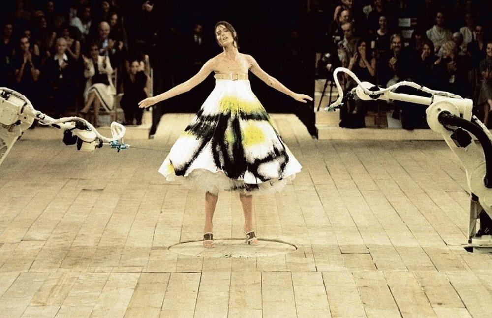 Alexander McQueen SS 1999 / Photo: Harpersbazaar.com