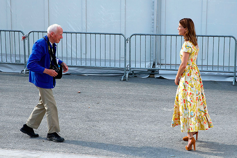 Bill Cunningham outside the Valentino Spring/Summer 2015 Show / Photo: Getty via Harpersbazaar.com
