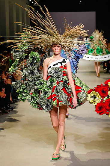 Viktor & Rolf Van Gogh Girls Haute Couture spring/summer 2015 © Team Peter Stigter