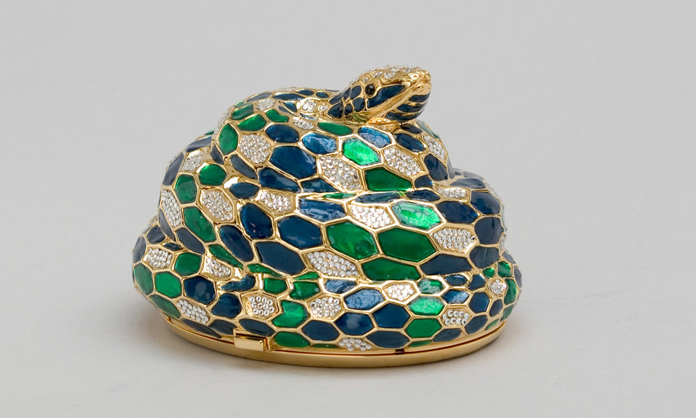 Snake minaudière with blue and green enamel, 1989 / Photo by Gary Mamay; Courtesy the Leiber Collection