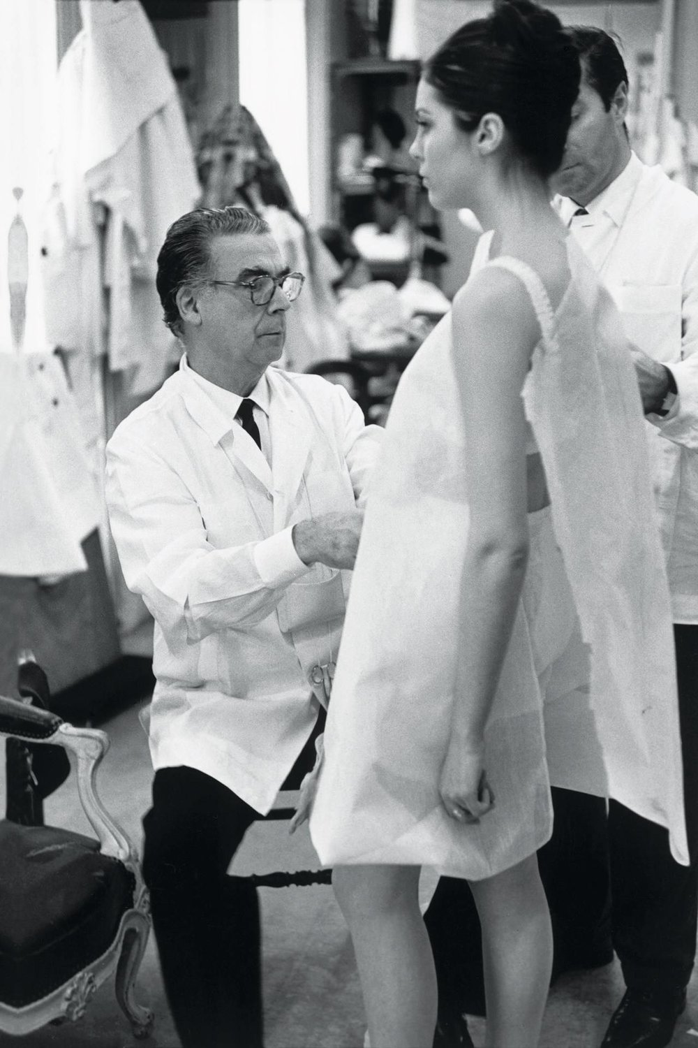 Cristóbal Balenciaga at work, 1968, Paris, France / Photo: Henri Cartier-Bresson. © Henri Cartier-Bresson/Magnum Photos