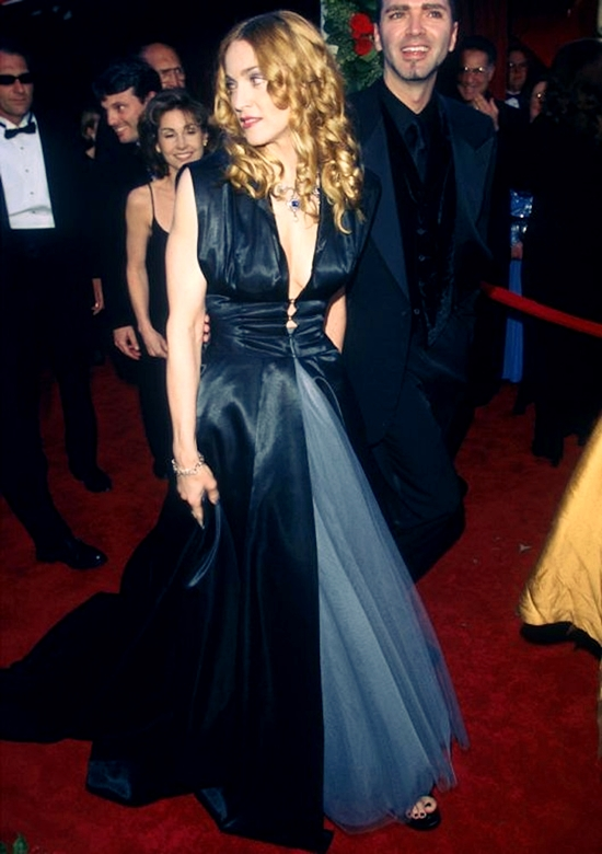 Madonna pictured in Olivier Theyskens at the 1998 Academy Awards