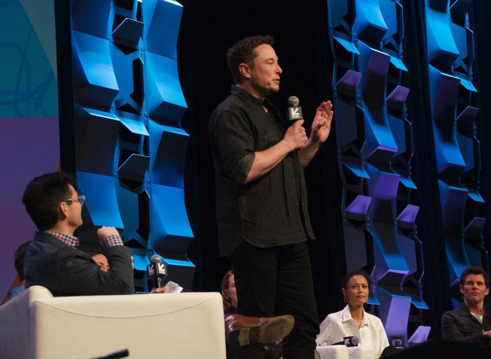 Elon Musk hosted an impromptu Q&A session / Photo: geektechnews.tk