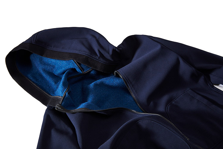 Neulana Double, the innovative double-weave 100%wool fabric used to create this jacket, was produced using OPTIM technology.