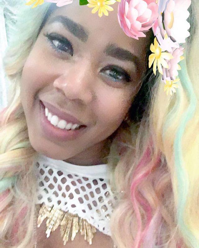 A smile from me to you. 😀 #unicornhair #vibez #kreema