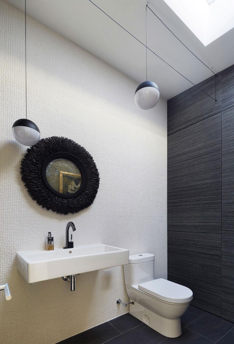 Half-bath - Mid-century Modern House
