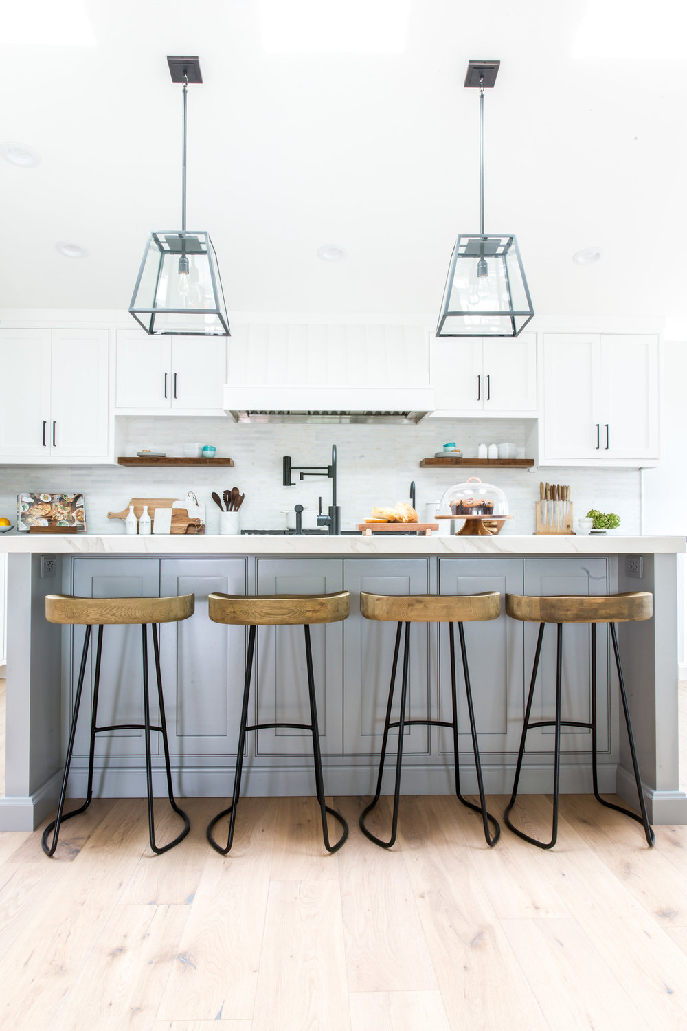 WHITE MARBLE COUNTERTOPS - Carrara, Calacatta or maybe even Pacific White Marble for an elegant and timeless Modern Farmhouse kitchen design.   Image by Lindye Galloway Interiors