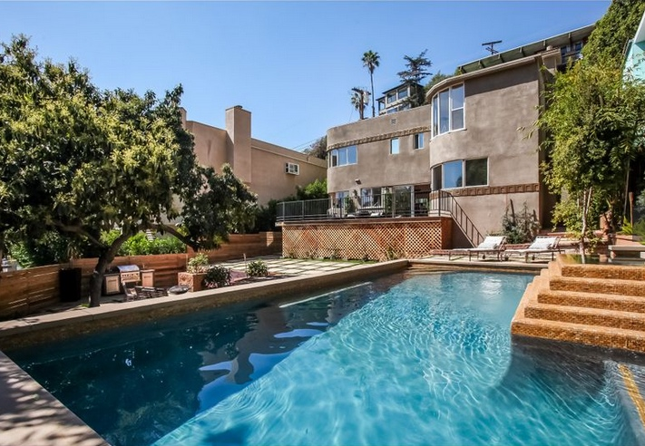 LA TIMES - HOME OF THE DAY -