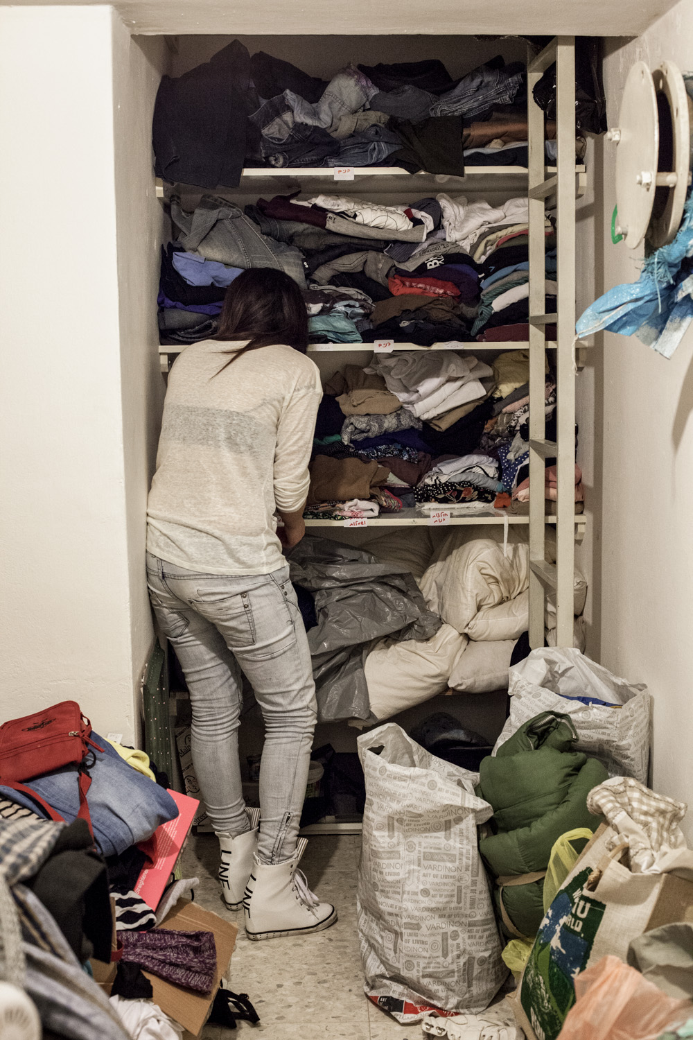 Hillel offers, amongst other things, public clothes donations and accomodation where Yotzim are able to stay for their first few months after leaving.  Hillel shelter apartment, Jerusalem, Februar 2016