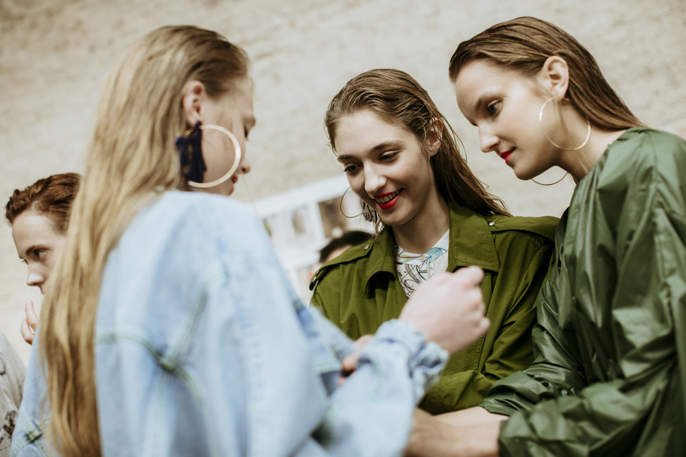 pedro-pedro-giorgio-leone-fashion-backstage-spring-summer-2018-10.jpg