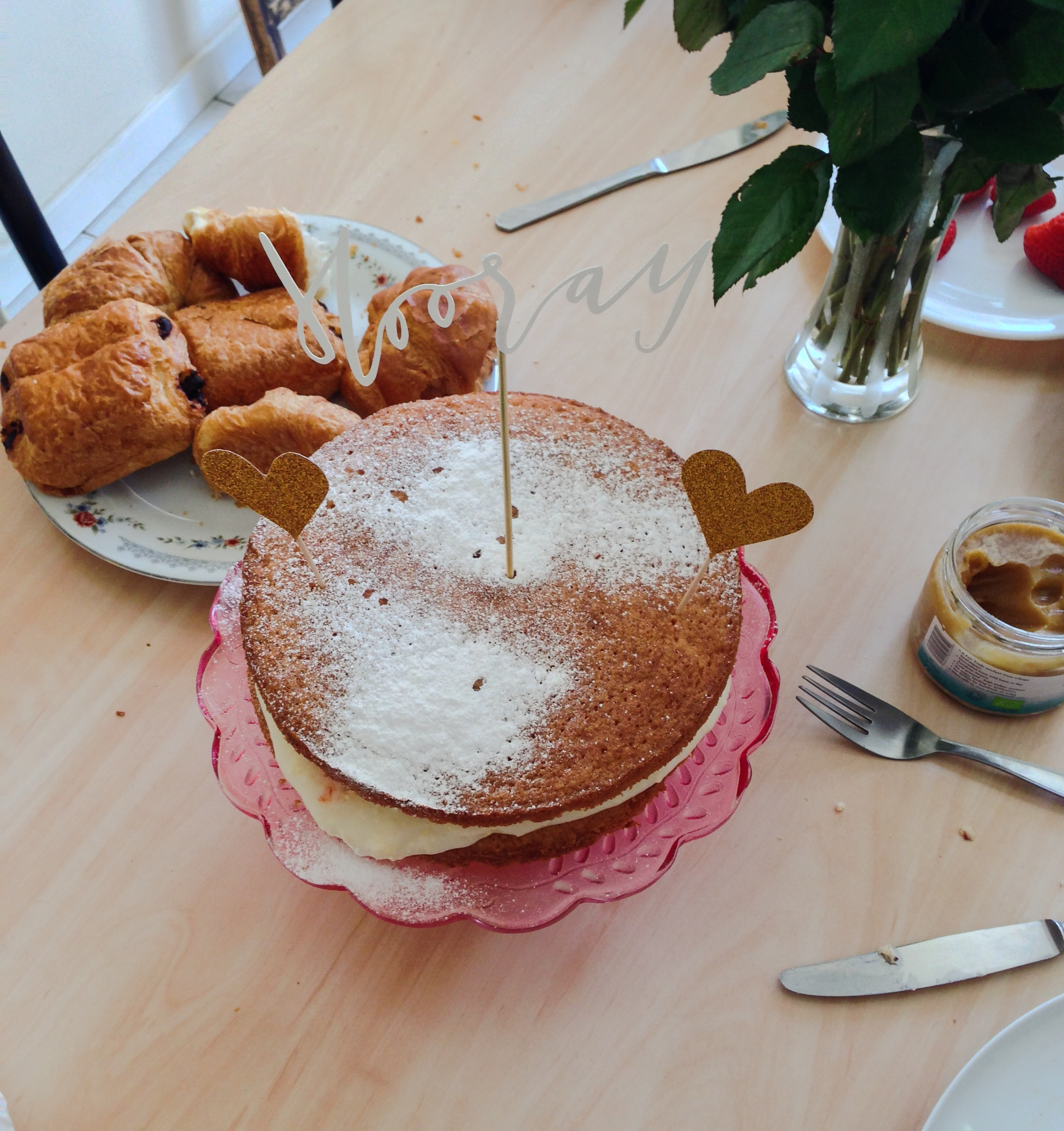 My sister baked this really yummy victoria sponge with champagne buttercream and strawberries