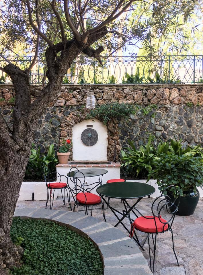 The courtyard of Hotel Castel Brando