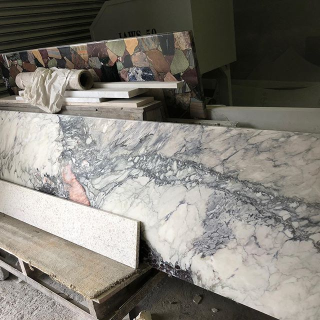 Be still my beating heart. This marble is called fantastico because, let's be honest, IT IS! Nothing more fun than a marble yard visit. #diespeker #marble #renovation #projectmanagement #interiordesign