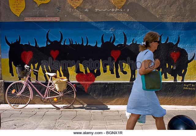 arles-france-woman-walking-in-profile-street-scene-outside-wall-mural-bgnx1r.jpg